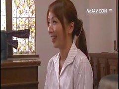 Японские девушки высосать жезл и начать злоупотребляли и чтобы киска играл