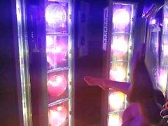 Detrás de las escenas Eva Notty en el salón de bronceado