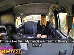 Taxi Fausse Femme Horny Minx a des relations sexuelles de taxi chaude et humide