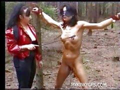 Hard Femdom Порно по лесу