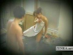 Subtitled japanska blyg exhibitionist badning utmaning