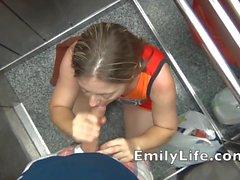 Geblasen im Aufzug mit der Emily ein wahres Amateur- MILF