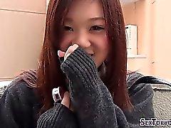 Las niñas japonesas se frotan
