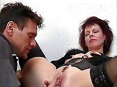 Hot Cougar Rubee terça-feira Assbanged em escadas