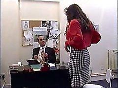 Britânico de MILF Nici Stirling é fodida no escritório