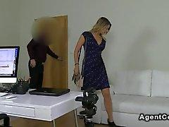 Stor rumpa blonda amatörbrud knullar om casting