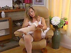 Setoso Coscia di Lou rappresenta naughty calze e giarrettiere
