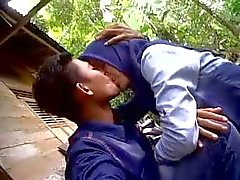 cewek indonesio ciuman jilbab tudung a Dan Pamer de susu