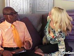 TEENGONZO Busty blondi Sarah Vandella vie rasvaa BBC pillua