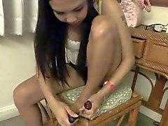 2 Thaise meisjes teen wiebelen tease