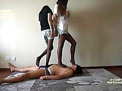 Kiinalaisen femdom mustaa panthose talloa