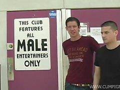 """Местный клуба « Боксеры С Briefs """" предоставляет наших ребят с некоторыми"""