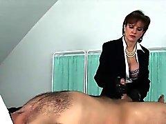 Unfaithful englanti kypsä nainen sonia näkyviin häntä massiivista makuuhuonetta