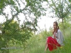 belarusian Natasha volver a la naturaleza