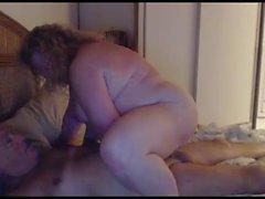 nonno e nonna giocano in webcam