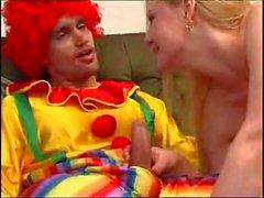 Blonde teen von einem Clown WF gebumst