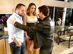 суки выебанная двумя парнями в жене