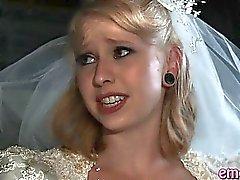 Blondes Braut anal gefickt durch eine schwarze Kerl vor ihrer Ehe