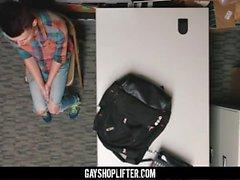 GayShoplifter - Giovani taccheggiatore ragazzo barebacked da guardia di sicurezza