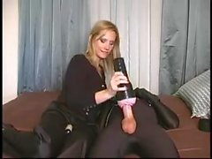 Femdom кабала - молодой раб злоупотребляли блондинка любовница
