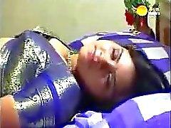 Klassiker indisch mallu Films Mitternachtsrosen die Tante mit Ghost getroffen