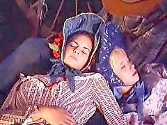 """Patti Page caliente sexo al aire libre: escena de """"Carovana della Violenza"""""""