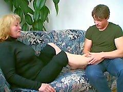Paffuta Nonne ama il sperma gocciolamento dalla sua il mento