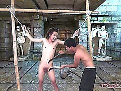 Азиатский мальчик хи Привязанный а Tickled