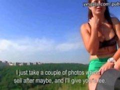 Sıcak esmer Çek kız photoshoot ve nakit becerdin