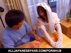 Nami Asakura av Bröllops klänning sucks kranen samt gnuggar den med Handskar