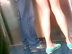 Mostrando nalgas en el la metropolitana