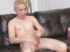 Blonde asiatische Schlepper an seinem Schwanz