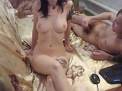 Babe brunett i webbkamera