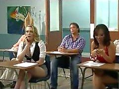 Kagney vuole provare il grosso cazzo italiane , insegnante di Tony il bangs sul tavolo !