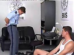 poliisin kuulusteltavaksi