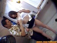 Chiharu Okuna fica galo na boca no escritório
