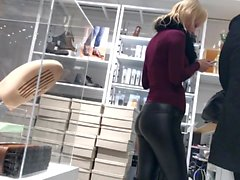 milf allemand dans un pantalon en cuir