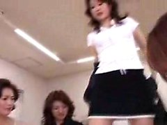 Insatiable japanischen Damen teilen ihre Leidenschaft für Hahn in