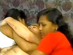 knubbig indisk flicka