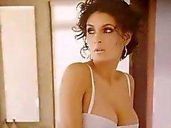 Mayrin Villanueva - Sperma hyllning