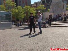 Голландская проститутка сосет и едет петух туристов
