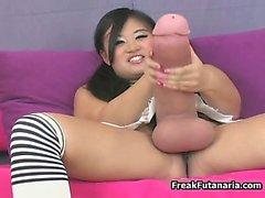 Nasty bebé de Asia se frota la gigante la polla parte6