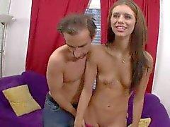 Isabella Amore , een magere en flexibele geile meid