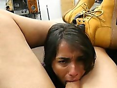 Très Dirty Brunette Sucking Dick Dans Office Point Of View