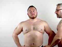 Zwei Muskelmänner
