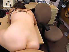 Ex dominatrix verkauft ihre Sachen und gefickt von horny Pawn Dude