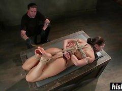 Ariel X goza de alguns prazeres BDSM