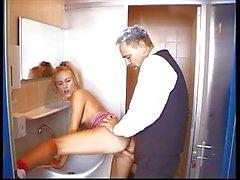 Германии подросток трах по Туалетная