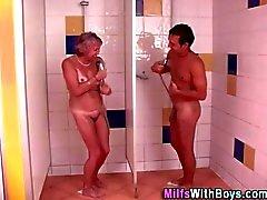 Banyo yapılabilir büyükanne her ass derin becerdin