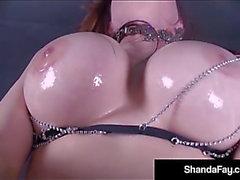 Kanadensisk cougar Shanda Fay fylls päls paj med blowup köns leksak